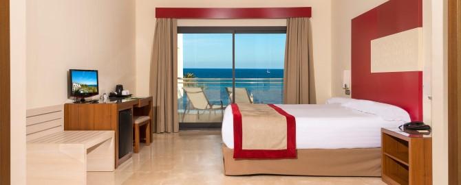 10_fuerte-estepona-habitaciones-suites-apartamentos-1-2-dormitorios-frontal-habitacion-principal-matrimonio-2_copy