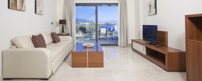 fuerte-estepona-habitaciones-suites-apartamento-1-2-dormitorios-frontal-salon-2_copy