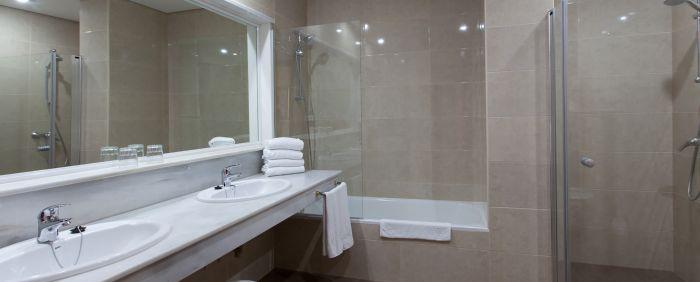 normal_11SolMarbellaEstepona-Sup_Bathroom_SeaView_copy